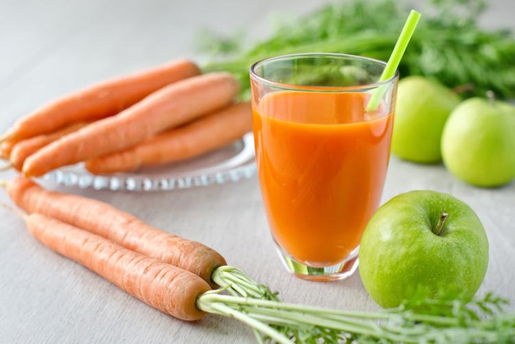 Jus de carotte-pomme